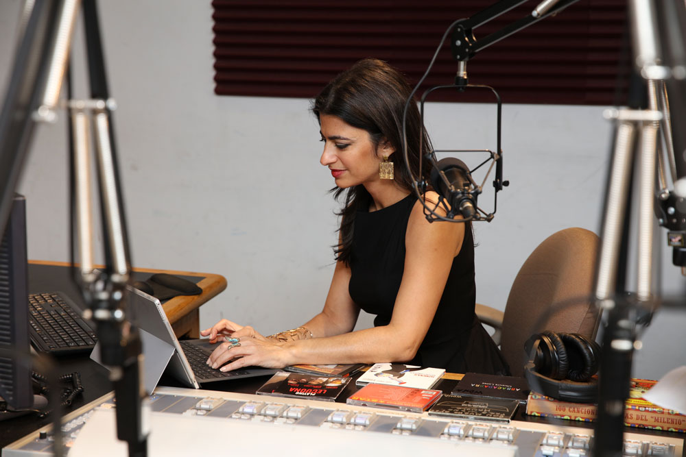 Viviám María López on the radio.