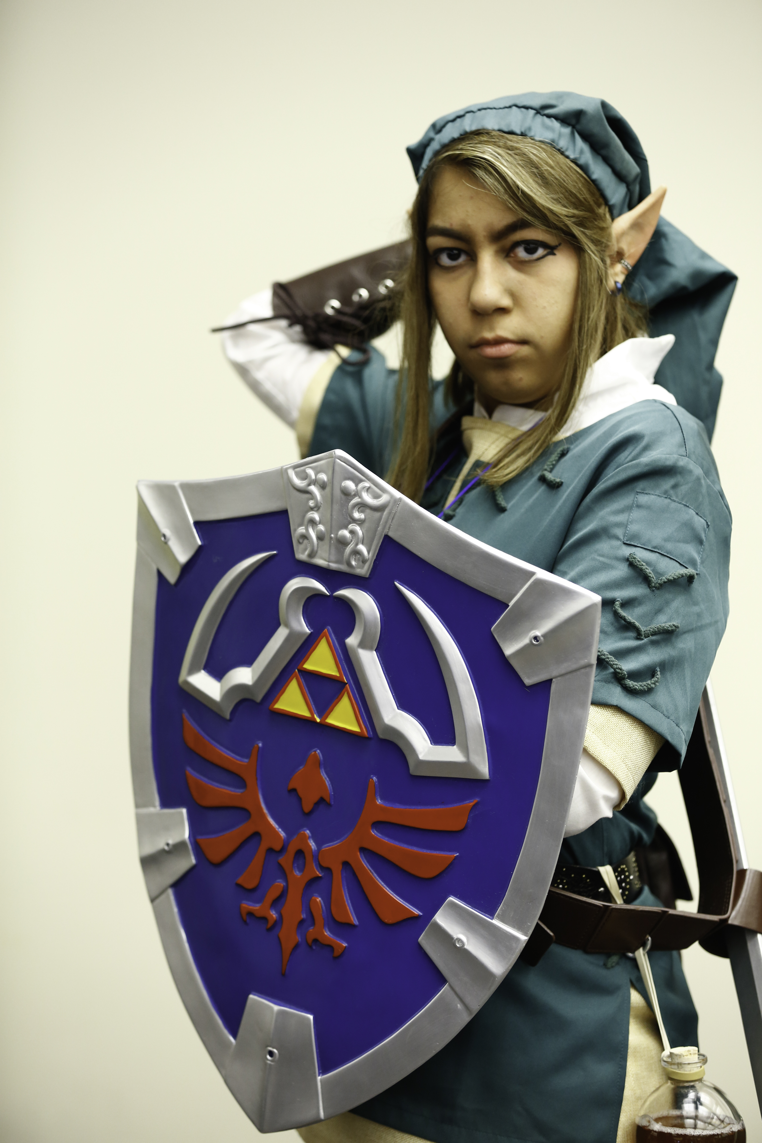 Cosplayer dressed as Link from The Legend of Zelda.