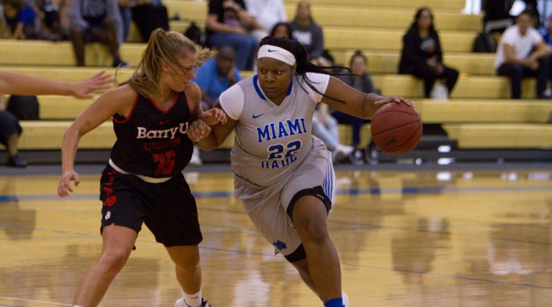 Kevona Gay driving the ball towards the basket.