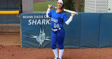 Image of outfielder Samantha Arrastia.