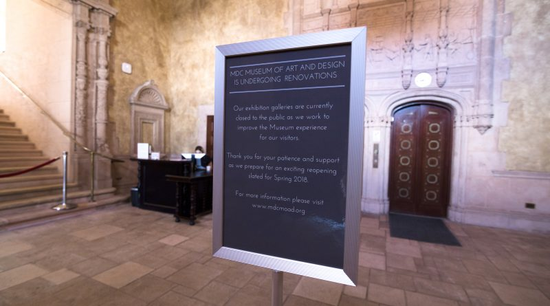 Sign at the museum announcing renovations.