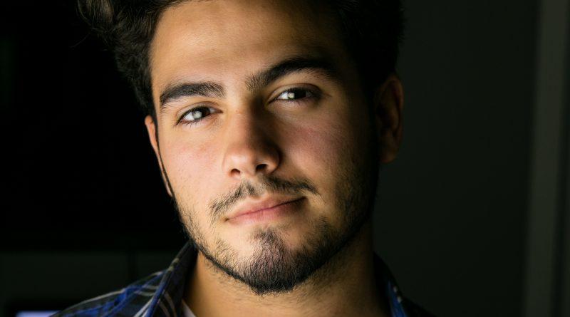 Photo of Omar Negrin.