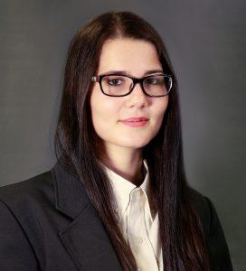 Headshot of Laura Fernandez.