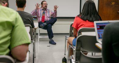Michael de Benedictis teaching his class.