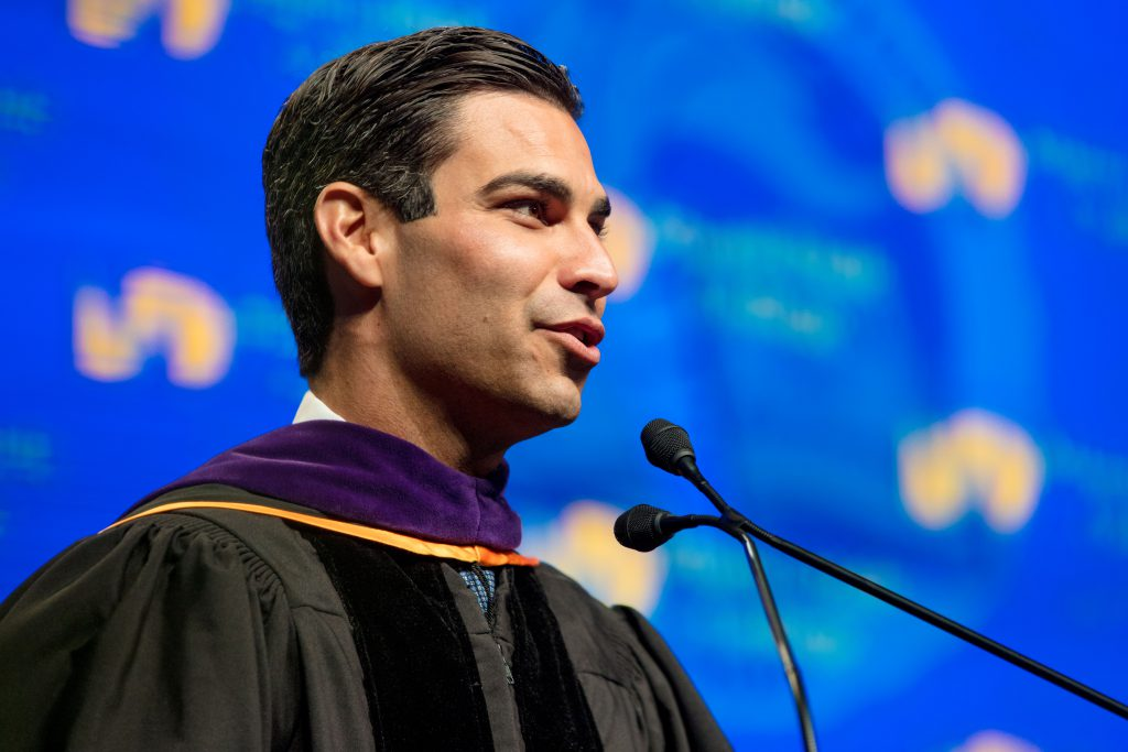 Mayor Francis Suarez giving a speech at commencement.