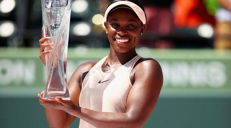Sloane Stephens holding up her trophy.