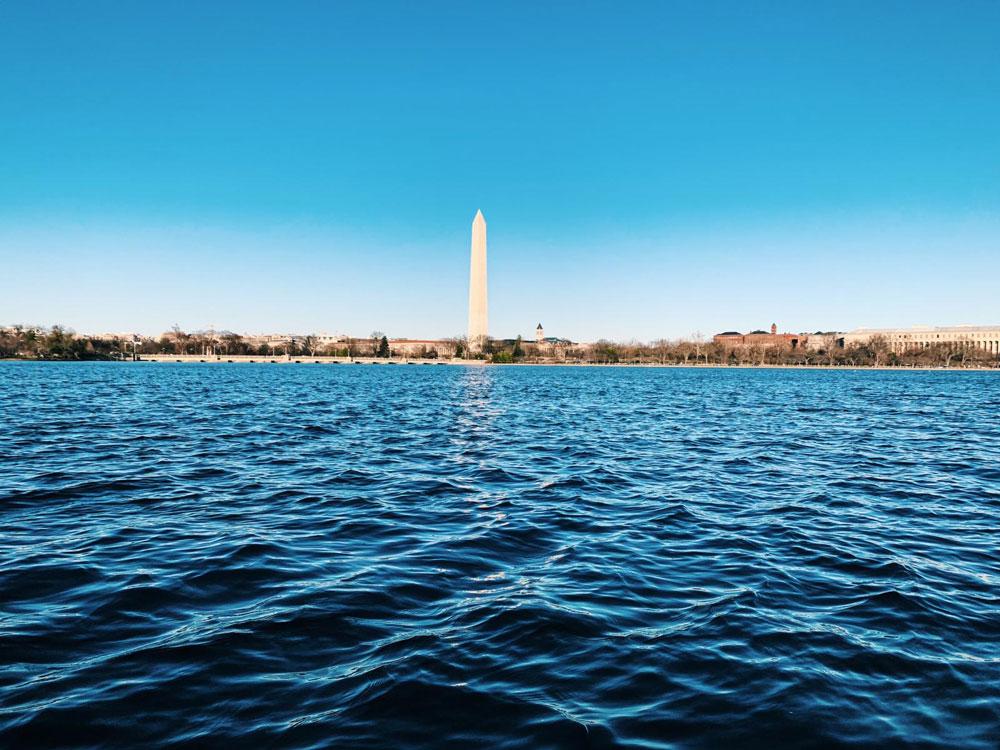 Image of the Washington Monument across the Potomac River.