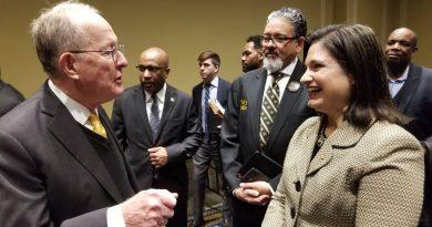 Senator Lamar Alexander and MDC vice president and provost Lenore Rodicio chatting.
