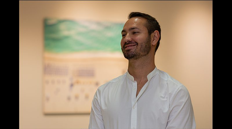 Daniel Deladonne, above the umbrellas artist.
