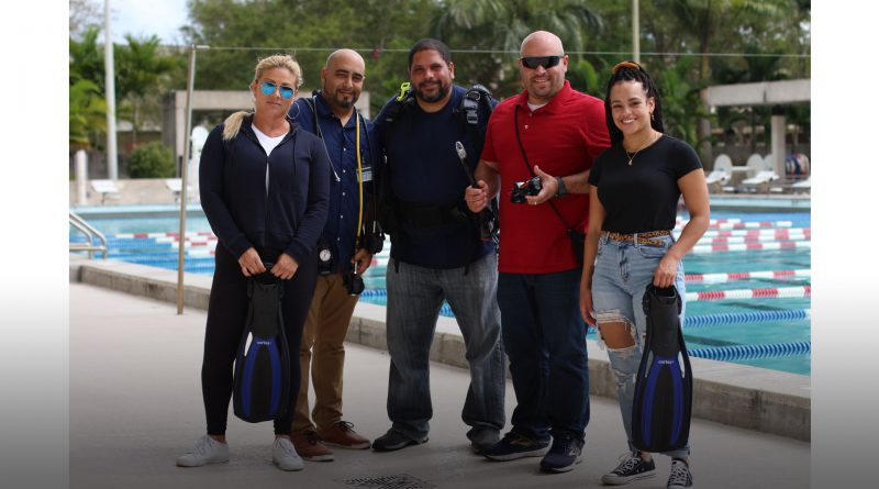 Student veterans posing with their scuba gear.